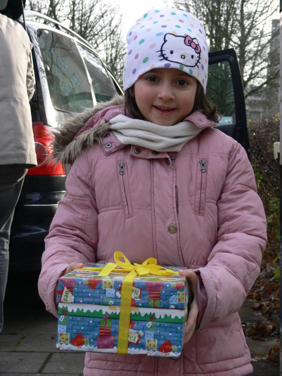 """Приятелска подкрепа – БУ """"Христо Ботев"""" в Аугсбург за """"Коледа в кутия"""" 2015"""