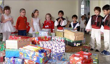 """Разказ за """"Коледа в кутия"""", пристигнала в България"""