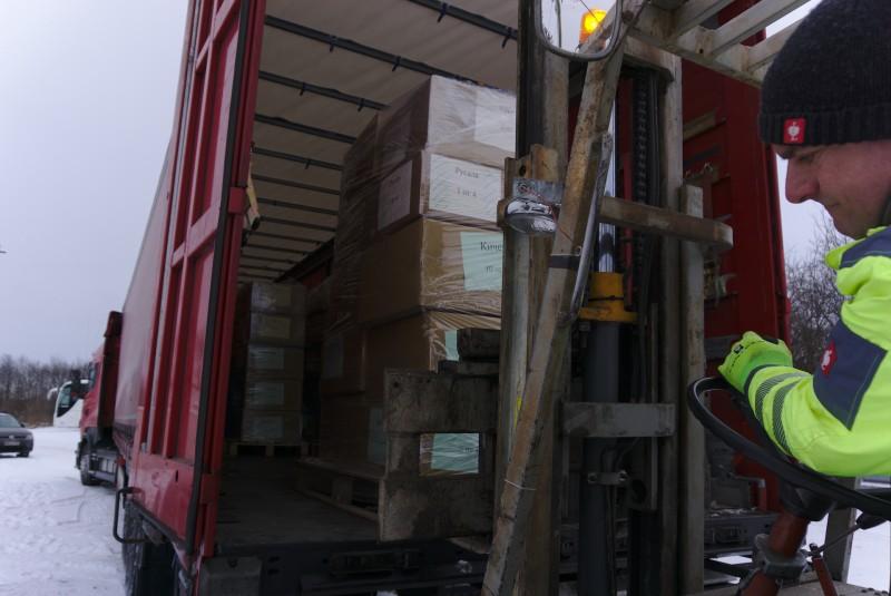 На доброто Силата. С дарен транспорт от DSV Road България шест палета Коледа в кутия тръгнаха от Мюнхен днес.