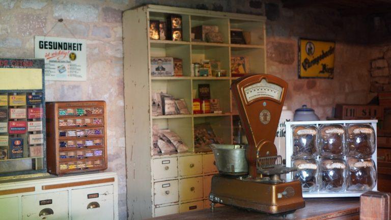 Freilichtmuseum Hohenfelden – der Dorfladen und die alte Schule