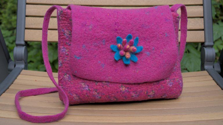 Розова чантичка с копринени краски