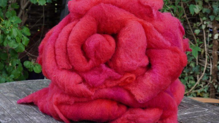 Wolle, gefärbt für eine Tasche